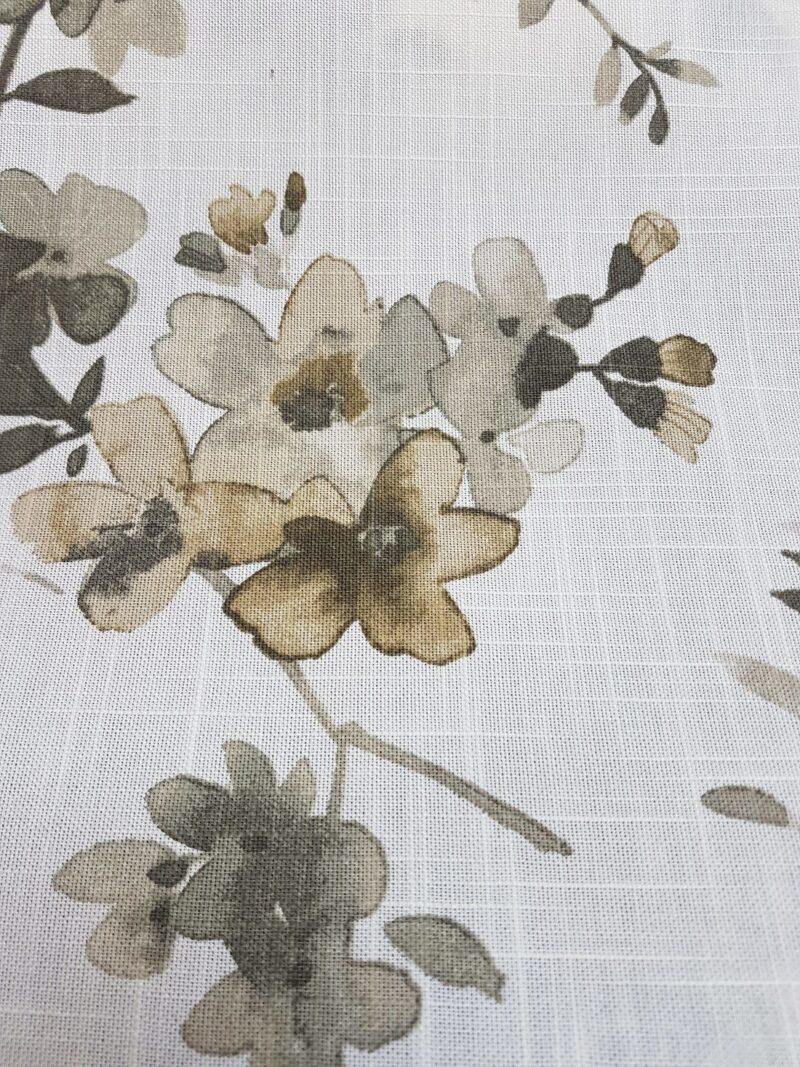Lys grå med grå blomster -