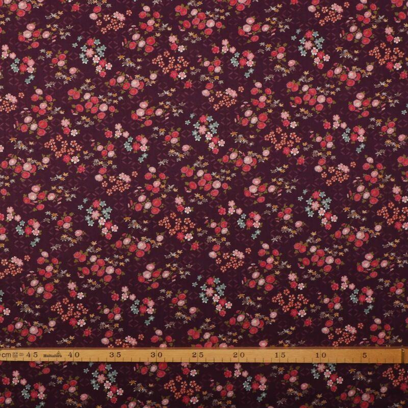 Små blomster på auberginefarvet bund - Patchwork -