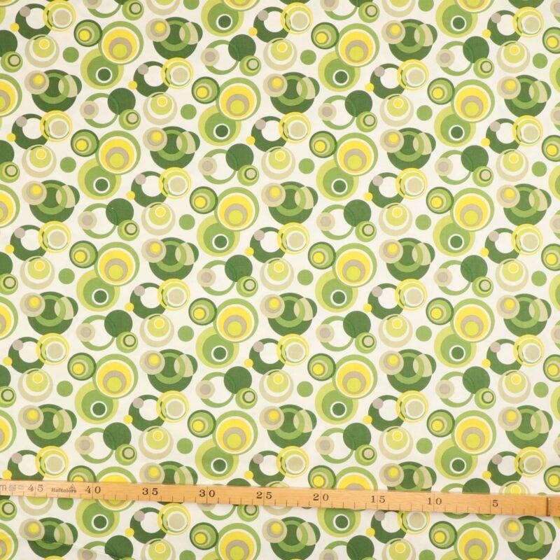 Patchwork - Farvet cirkler på hvid -
