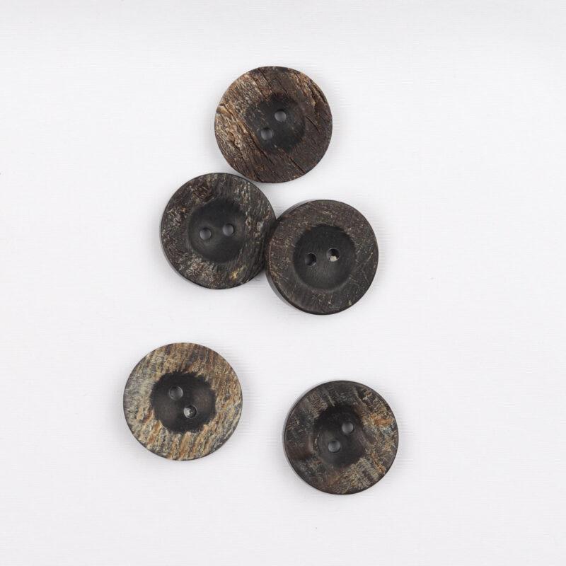 Sort, brun - Hornknap 20 mm -