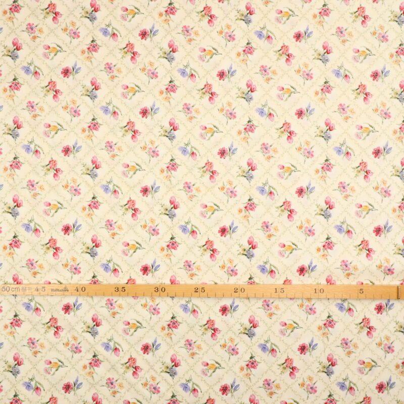Patchwork - Buketter på offwhite bundfarve -