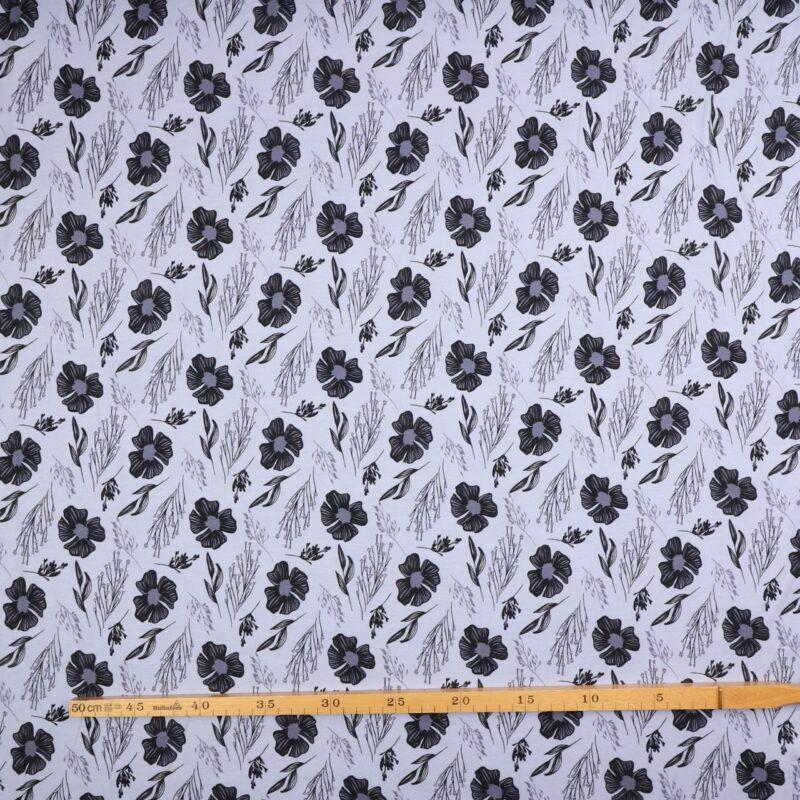 Blomster op grå/sort på lys blålilla bund - Jersey -