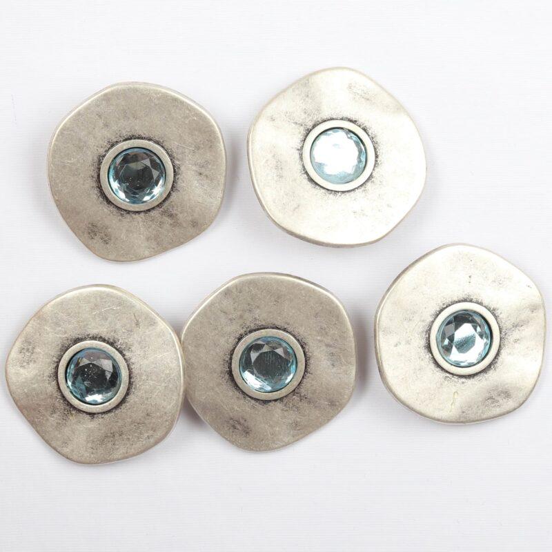 Metal m. lyseblå sten, ø 28 mm -