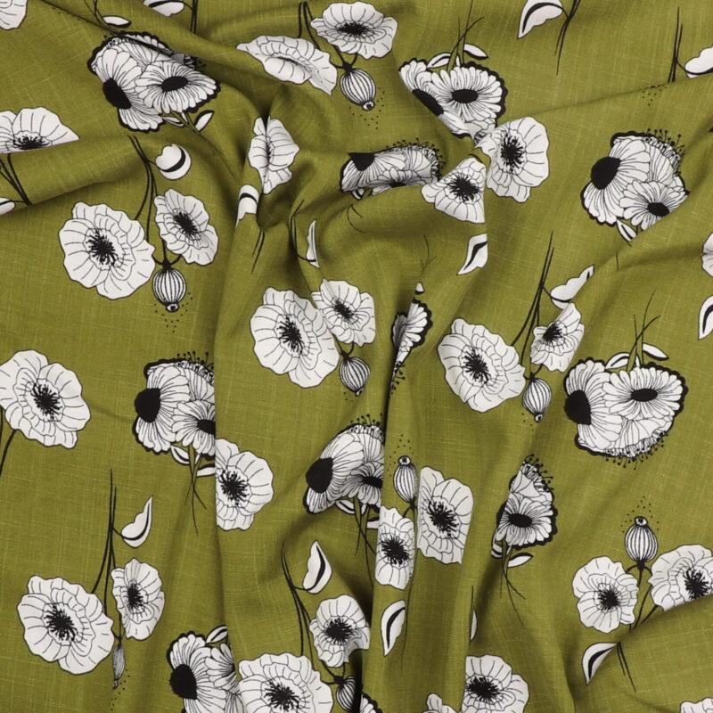 Hvide blomster på olivengrøn - Viskose m. stræk -
