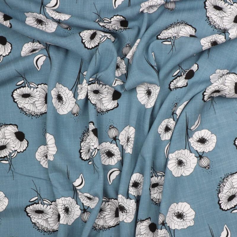 Hvide blomster på blå - Viskose m. stræk -