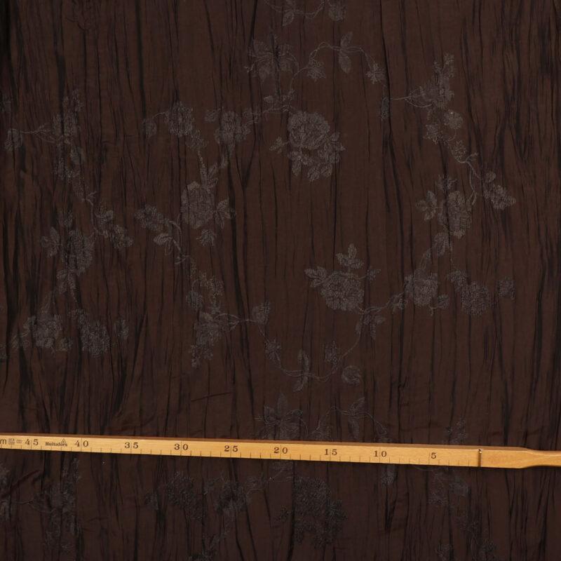 Mørkebrun m. gråt broderet mønster - Polyester m. krøleffekt -