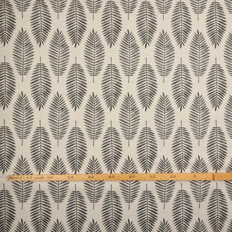 Offwhite m. sølvtråd og sort bladmønster -