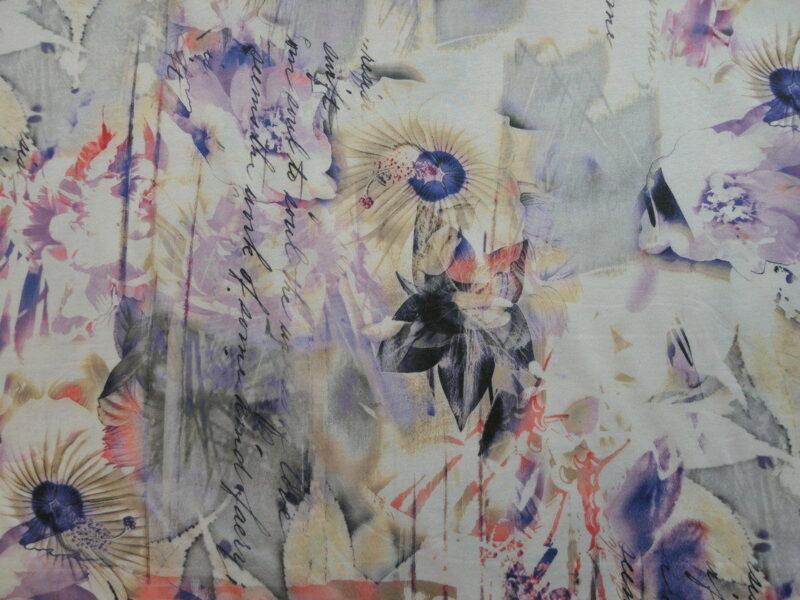 Farvede blomster på lys bund, polyester jersey -