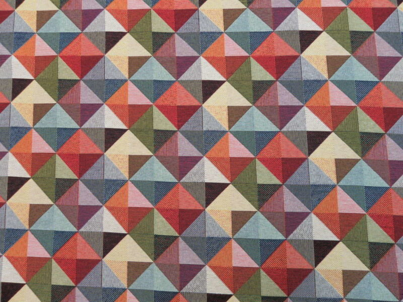 Trekanter i firkanter i mange farver, bomuld/polyester møbelstof - Info mangler