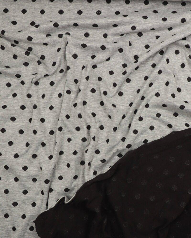 Grå m. sorte prikker - Strik -