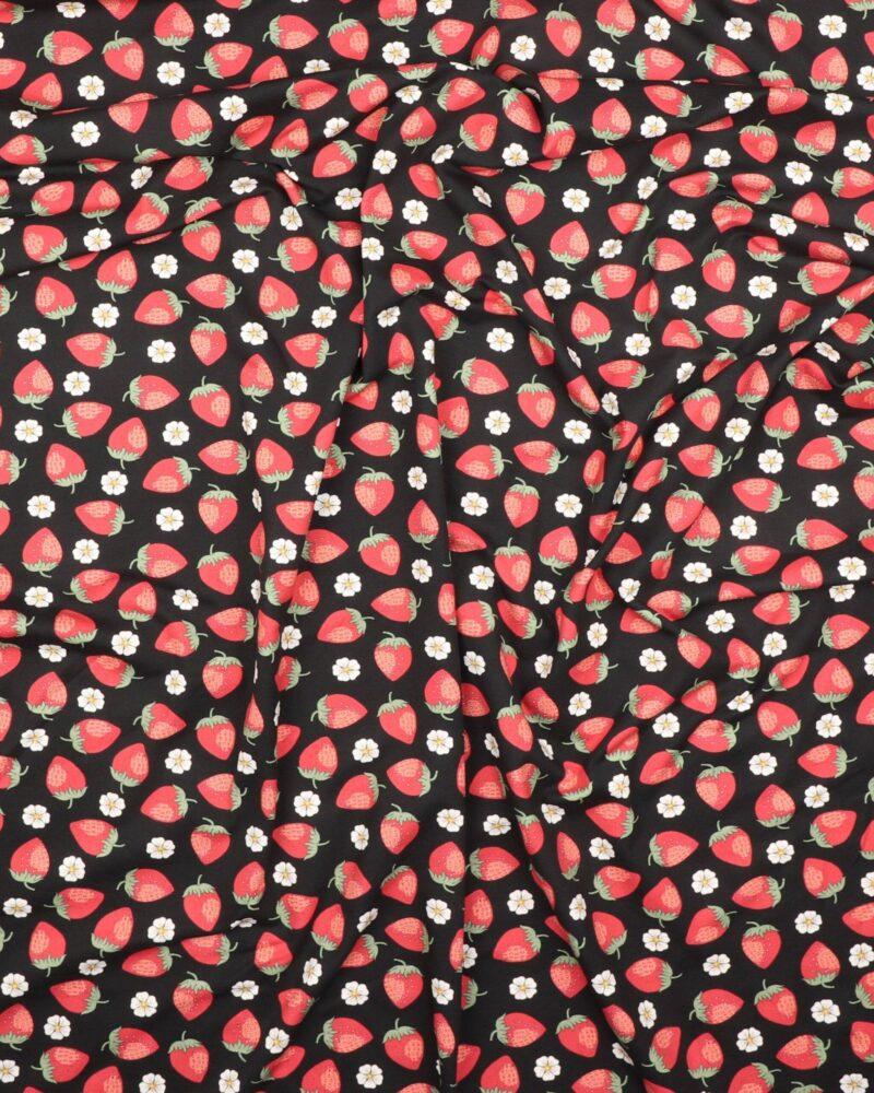 Små hvide blomster og jordbær på sort - Jersey - Info mangler